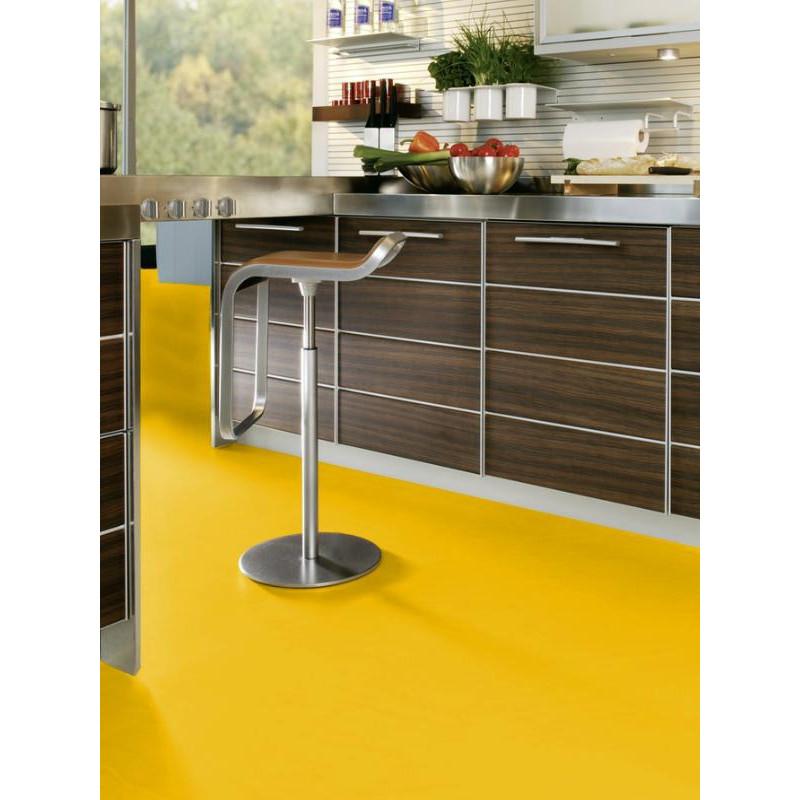 Parquet stratifi wineo 550 la077cm mustard mat for Moquette jaune moutarde