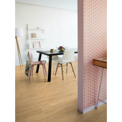 QUICK STEP - Lame PVC clipsable avec quatre chanfreins - Livyn Balance Click - chêne naturel soyeux et chaleureux.