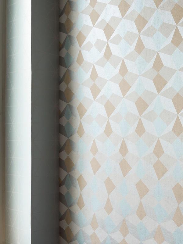 Papier Peint Graphique Origami Blanc Bleu Saumon Et Argent