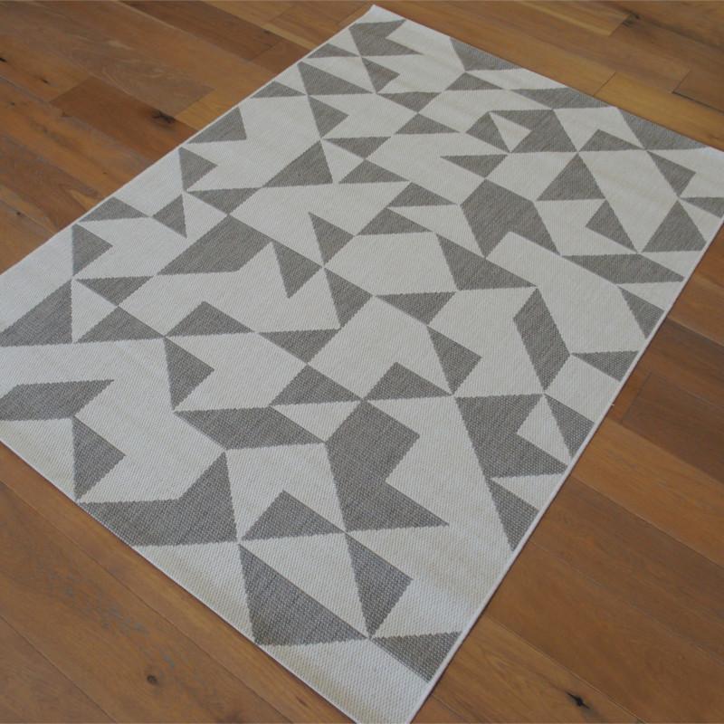 Tapis Triangles tissé à plat gris clair / Blanc cassé - 140x200cm - ESSENZA