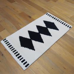 Tapis motif ethnique noir et blanc cassé - 80x150cm - ALASKA