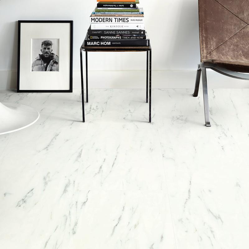 quick step lame pvc clipsable livyn ambient click marbre de carrare. Black Bedroom Furniture Sets. Home Design Ideas