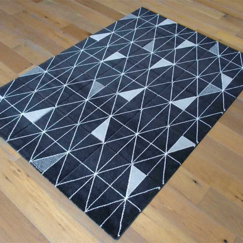 tapis motif triangles gris fonc et noir 160x230cm shuffle balta. Black Bedroom Furniture Sets. Home Design Ideas
