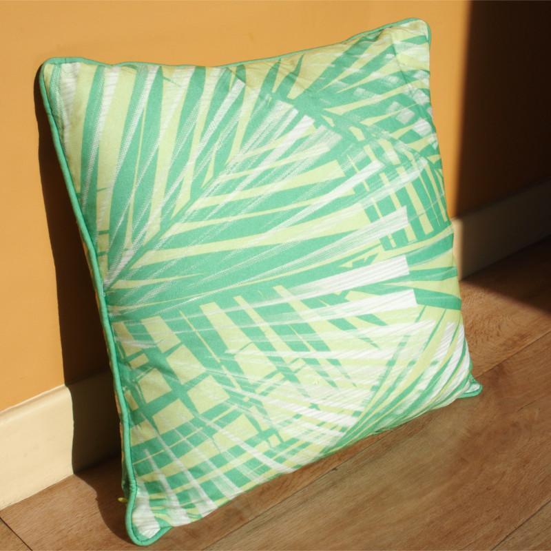 Coussin Exotic vert clair à motif tropical - 45x45cm