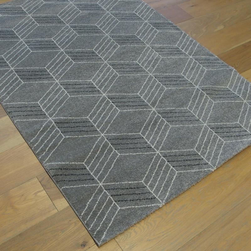 Tapis Geo Gris Fonce Motif Geometrique Blanc Casse Et Noir