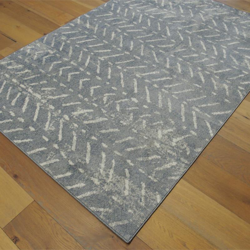 Tapis tout doux FLY gris foncé à motif chevrons ethniques - Balta 160x230cm