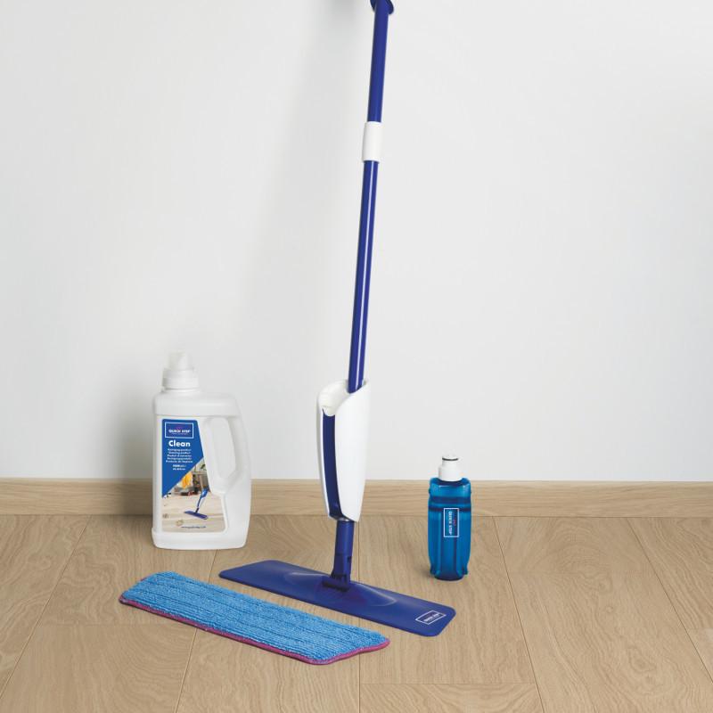 QUICK STEP Kit de nettoyage - balai, serpillère et produit d'entretien.