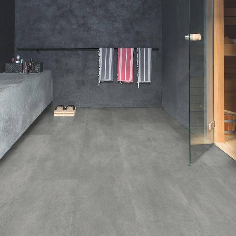 """Lame PVC clipsable """"Béton gris foncé AMCL40051"""" - Livyn Ambient Click QUICK STEP (résistant)"""