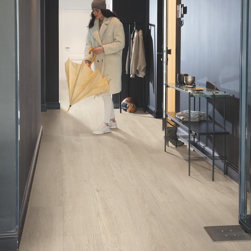 """Lame PVC clipsable """"Chêne brise marine beige PUCP40080"""" - Livyn Pulse Click + QUICK STEP (très résistant)"""