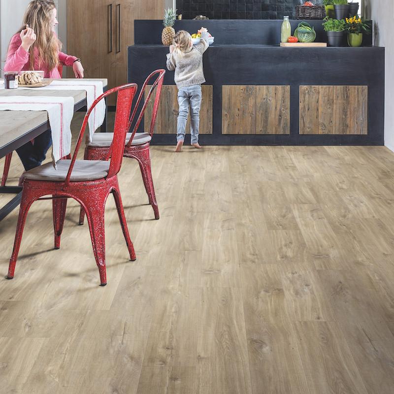 """Lame PVC clipsable """"Chêne canyon brun clair aspect raboté BACP40031"""" - Livyn Balance Click + QUICK STEP (très résistant)"""