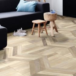 Sol PVC - Cursor 533 parquet chevron bois clair - Ultimate Wood IVC - rouleau 4M